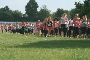 Thousands of women and some children running together in support of Cancer Research.